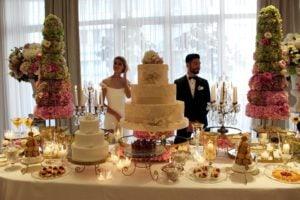 evento sposa -palazzo-parigi-gli-sposi-al-tavolo