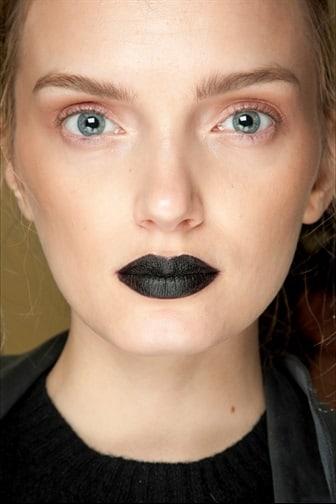 Tendenze makeup: gothic chic di giorno, disco di sera